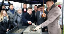 Burmistrz Robert Kempa obiecuje, że za rok zakończy się budowa Centrum Kultury Ursynowa