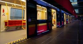 Duże utrudnienia w metrze. Mężczyzna wpadł pod pociąg
